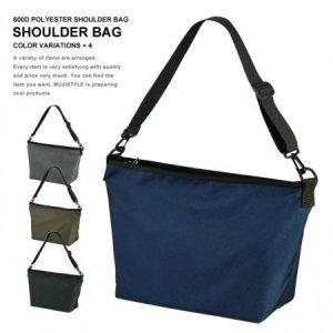 ちょうどいいサイズ感のショルダーバッグ 撥水加工のポリエステル素材のマルチショルダー