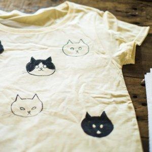 無地TシャツのクルーネックとVネックの比較