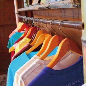Tシャツに使用される生地の種類の知識。厚手に向いているものやドライ素材などの薄い生地、着心地の違いを解説。