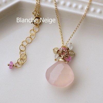ピンクカラーカルセドニーと天然石のブーケネックレス