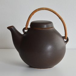 <img class='new_mark_img1' src='https://img.shop-pro.jp/img/new/icons36.gif' style='border:none;display:inline;margin:0px;padding:0px;width:auto;' />ARABIA / Ulla Procope [ GA3 ] teapot (brown)