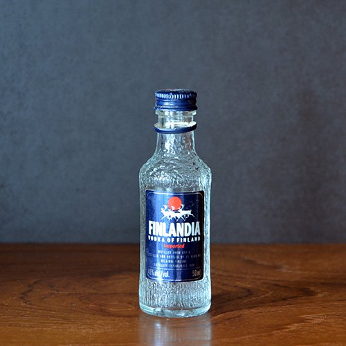 <img class='new_mark_img1' src='https://img.shop-pro.jp/img/new/icons40.gif' style='border:none;display:inline;margin:0px;padding:0px;width:auto;' />Finlandia Vodka / Tapio Wirkkala - bottle (50ml)