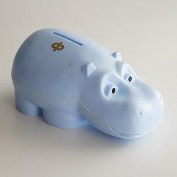 Osuuspankki [ HIPPO ] カバの貯金箱(ライトブルー B)