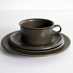 ARABIA / Ulla Procope [ Ruska ] teacup & saucer + 20cm plate (Moss green)