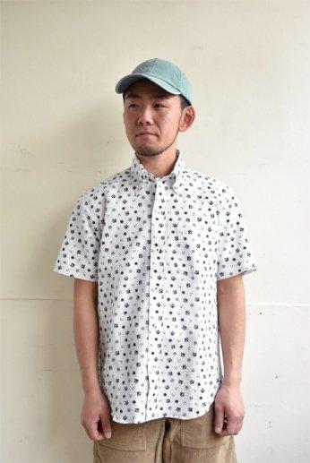 H by FIGER(エイチバイフィガー) シアサッカーボタンダウン半袖シャツ 'MARINE' オフホワイト
