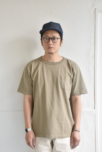 Champion(チャンピオン) T1011 ポケット付きTシャツ カーキ