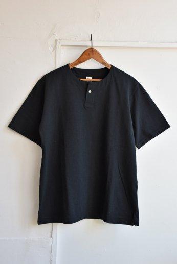 <img class='new_mark_img1' src='https://img.shop-pro.jp/img/new/icons13.gif' style='border:none;display:inline;margin:0px;padding:0px;width:auto;' />Jackman(ジャックマン) Henley neck T-Shirt ヘンリーネックTシャツ Black