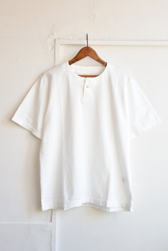 <img class='new_mark_img1' src='https://img.shop-pro.jp/img/new/icons13.gif' style='border:none;display:inline;margin:0px;padding:0px;width:auto;' />Jackman(ジャックマン) Henley neck T-Shirt ヘンリーネックTシャツ White