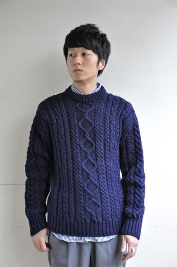 <img class='new_mark_img1' src='//img.shop-pro.jp/img/new/icons13.gif' style='border:none;display:inline;margin:0px;padding:0px;width:auto;' />GUERNSEY WOOLLENS(ガンジーウーレンズ) ARAN PATTERN CREW NECK SWEATER ネイビー