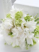 白いシャクヤク(芍薬)のクラッチブーケ(生花)