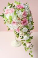 ピンク&ホワイトのバラのキャスケードブーケ(プリザーブドフラワー)
