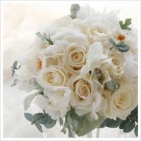 アイボリーのバラとシルバーグリーンのラウンドブーケ(プリザーブドフラワー/ホワイト-1)