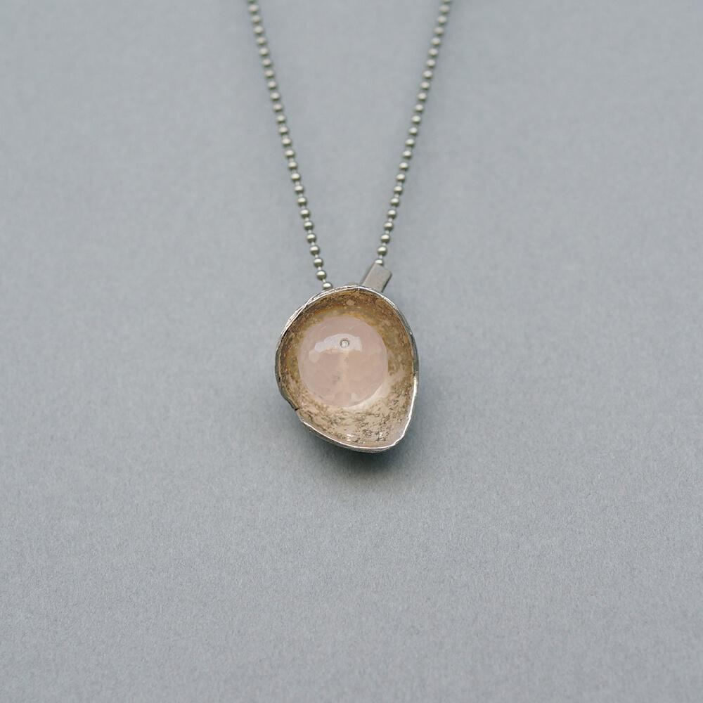 Melanie Decourcey/Silver Flower Pendant with Rose Quartz