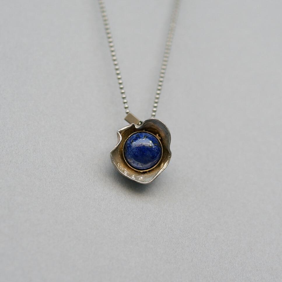 Melanie Decourcey/Silver Flower Pendant with Lapis Lazuli