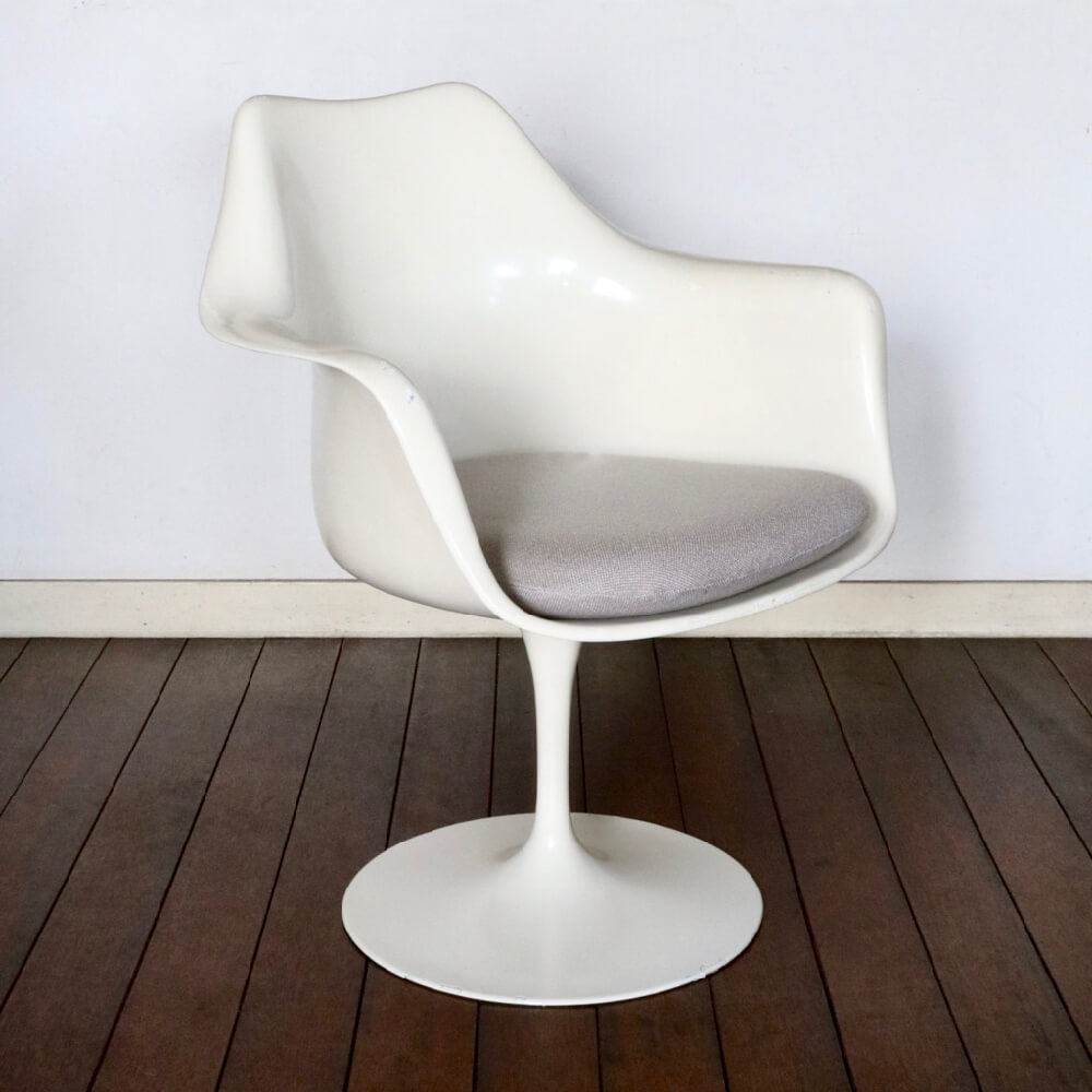 Eero Saarinen / Knoll / Tulip Chair  Model #150