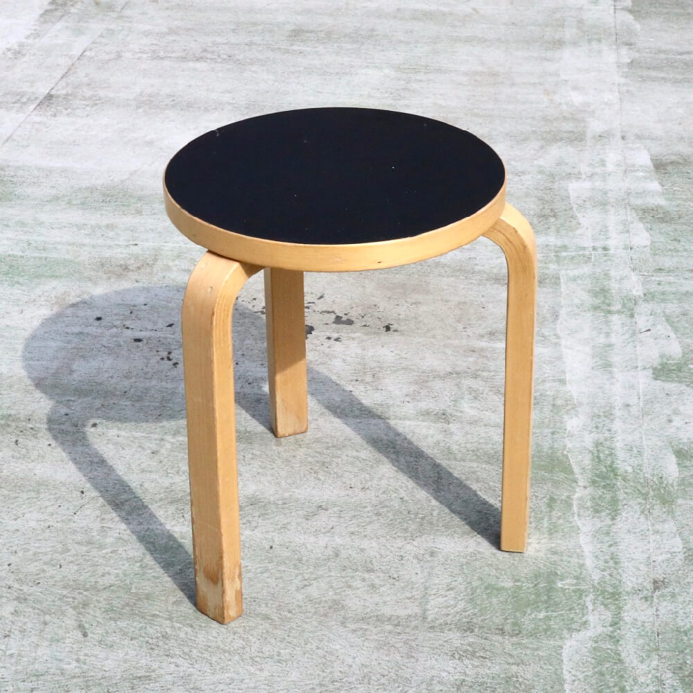 <img class='new_mark_img1' src='https://img.shop-pro.jp/img/new/icons7.gif' style='border:none;display:inline;margin:0px;padding:0px;width:auto;' />Alvar Aalto/Stool 60/Black