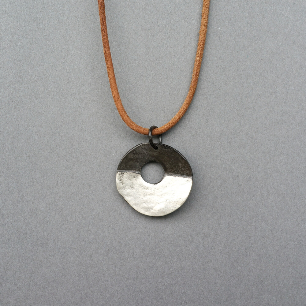 Melanie Decourcey/Round disc silver pendant on leather