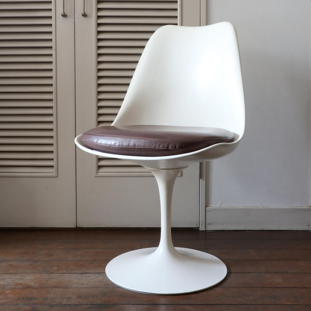 Eero Saarinen / Knoll / Tulip Chair  Model #151