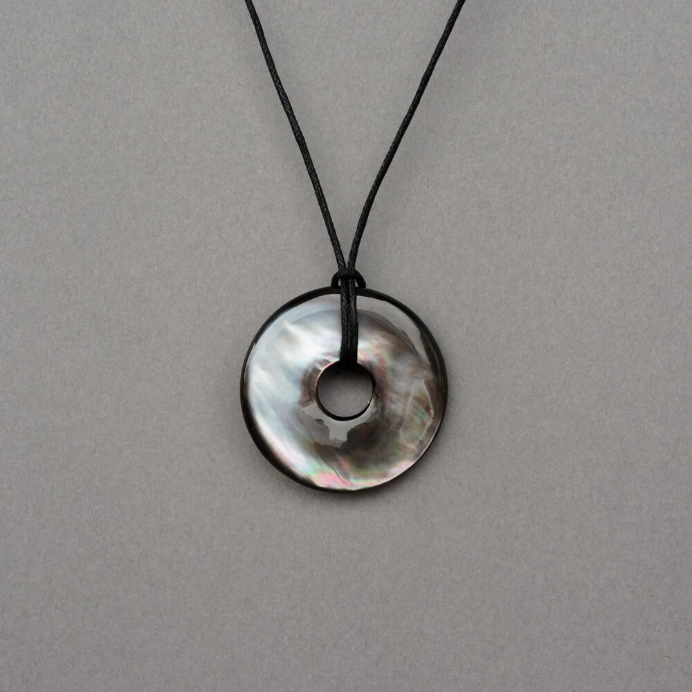 Melanie Decourcey/Round mother of pearl stone Pendant