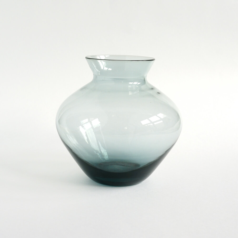 <img class='new_mark_img1' src='https://img.shop-pro.jp/img/new/icons7.gif' style='border:none;display:inline;margin:0px;padding:0px;width:auto;' />Wilhelm Wagenfeld / Glass Vase for WMF