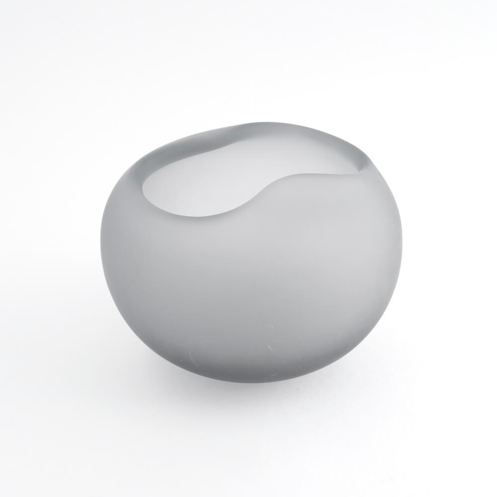 <img class='new_mark_img1' src='https://img.shop-pro.jp/img/new/icons7.gif' style='border:none;display:inline;margin:0px;padding:0px;width:auto;' />Nanny Still/ Gray Round Vase