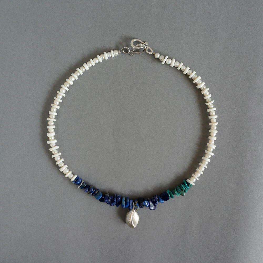 Melanie Decourcey/Beaded Necklace/alternating shell & peals & lapis,turquoise