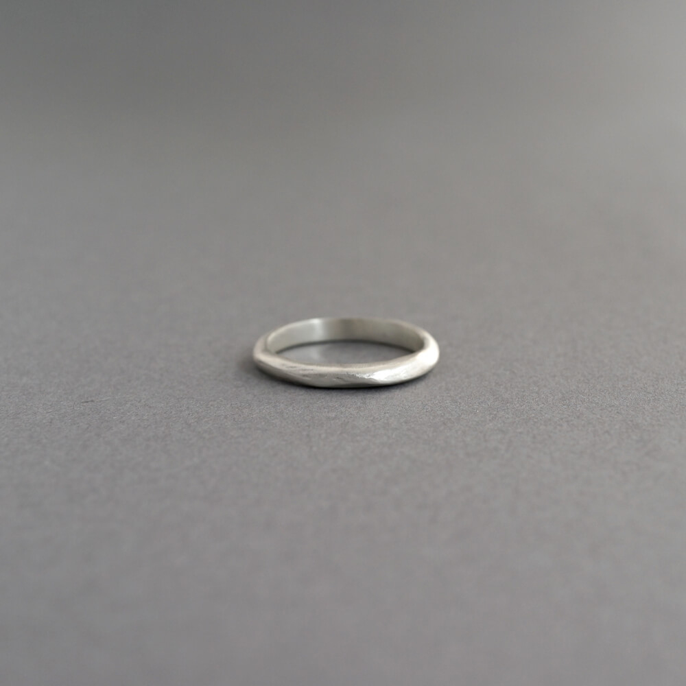 Melanie Decourcey/thin silver stacking ring simple_B