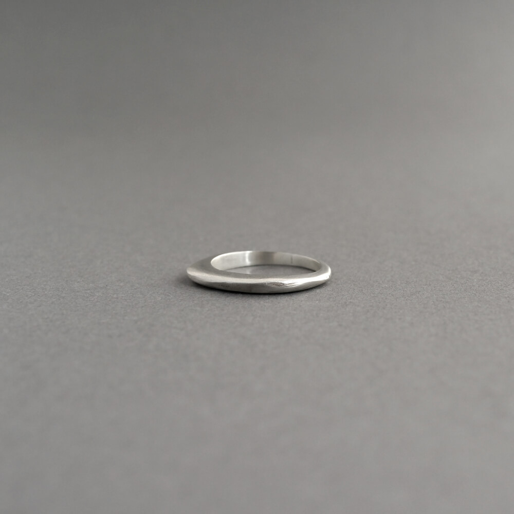 Melanie Decourcey/thin silver stacking ring simple_A