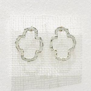 小原聖子 pierced earrings WHITE 16