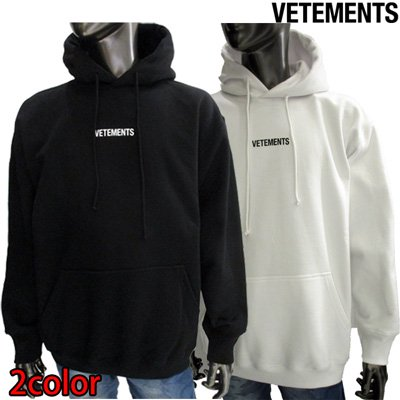 <img class='new_mark_img1' src='//img.shop-pro.jp/img/new/icons2.gif' style='border:none;display:inline;margin:0px;padding:0px;width:auto;' />ヴェトモン(VETEMENTS) メンズ フロントスモールロゴ・フードロゴ刺繍入りフーディー 2color 白/黒 UAH20TR725 WHITE / BLACK GB91S