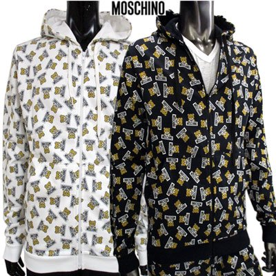 <img class='new_mark_img1' src='//img.shop-pro.jp/img/new/icons10.gif' style='border:none;display:inline;margin:0px;padding:0px;width:auto;' /> モスキーノ(MOSCHINO) メンズ 総柄MOSCHINOパーカー 2color  ※黒のみSETUP可能1703 8128 1001 91S