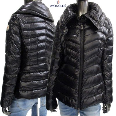 <img class='new_mark_img1' src='https://img.shop-pro.jp/img/new/icons15.gif' style='border:none;display:inline;margin:0px;padding:0px;width:auto;' /> モンクレール(MONCLER) レディース AULINE アームロゴ付きハイネックダウンジャケット 4591805 C0064 999 91A