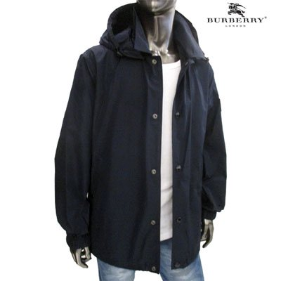 <img class='new_mark_img1' src='https://img.shop-pro.jp/img/new/icons1.gif' style='border:none;display:inline;margin:0px;padding:0px;width:auto;' />バーバリー(BURBERRY)メンズ アームBURBERRYラバーロゴ入りマウンテンパーカー 紺 8015750 A1249 INK (R121000) GB91A