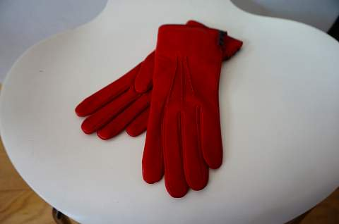 <img class='new_mark_img1' src='https://img.shop-pro.jp/img/new/icons6.gif' style='border:none;display:inline;margin:0px;padding:0px;width:auto;' />DENTS- gloves  ラビットファーライニングカシミア サイドボタン付 (61/2サイズのみ)レッド km21