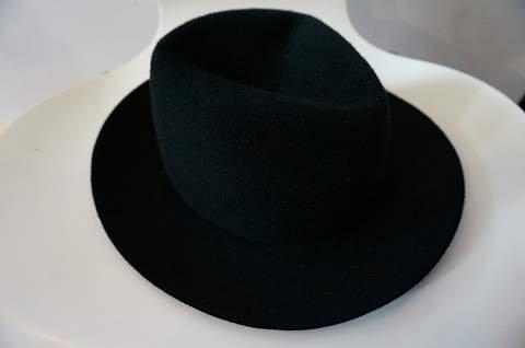 <img class='new_mark_img1' src='https://img.shop-pro.jp/img/new/icons6.gif' style='border:none;display:inline;margin:0px;padding:0px;width:auto;' />SCHA  中折れ帽 ラビットファー ブラック (Sサイズのみ) ku9