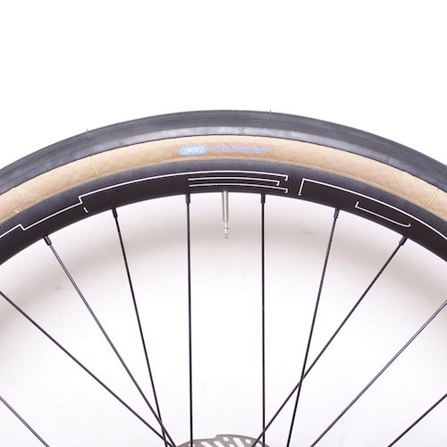 Rene HERSE CYCLES / 650b x 38 / Loup Loup Pass /extralight and standard casing/ Tan and Black