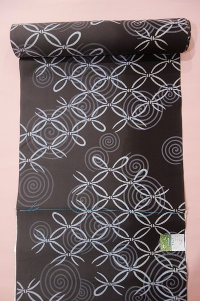 銀座【D-1236】竺仙製 木綿浴衣地反物 黒橡色 破れ七宝に渦巻文