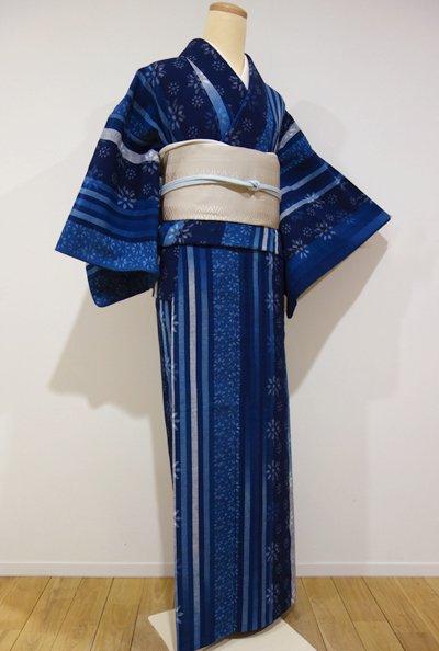 WEB限定【A-1928】単衣 木綿地 紬 藍色濃淡 縞に花の図
