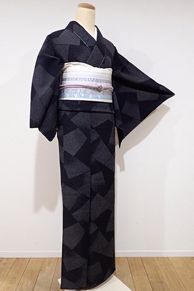 WEB限定【A-2304】単衣 本塩沢 黒色 幾何文(しつけ付・証紙付)