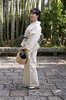 銀座【着物2194】沖縄県指定無形文化財 八重山上布 亜麻色 縞に絣