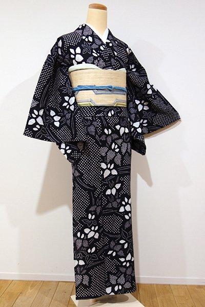 あおき【D-1913】←ユッタリ→絞り染め 浴衣 黒色 燕子花文