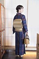 銀座【着物2266】郡上紬 藍色×赤朽葉色 格子文 (反端付・しつけ付)