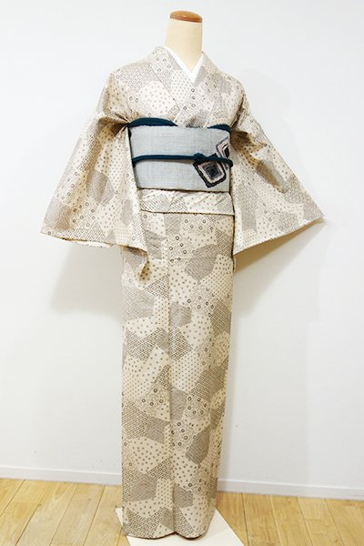 銀座【D-2010】単衣 牛首紬地 小紋 練色 裂取りに割付文