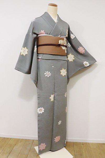 あおき【D-2026】(細め)縮緬地 小紋 灰色 菊と楓の図(しつけ付)