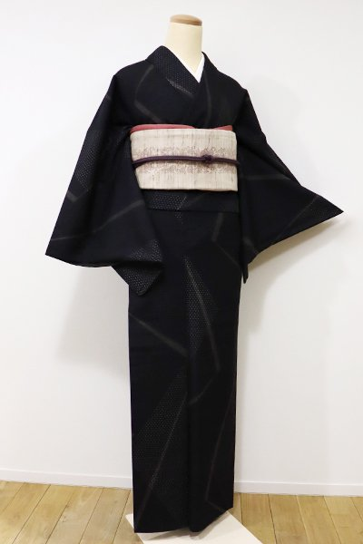 銀座【A-2576】真綿紬 黒色 絣の幾何文(反端付き)