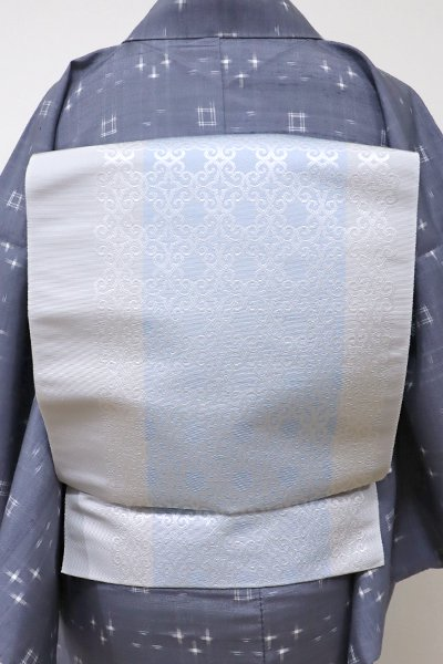 銀座【K-5553】本場筑前博多織 八寸名古屋帯 乳白色×淡い空色 竪縞に装飾文(証紙付・新品)