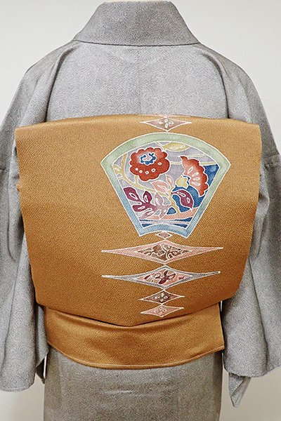 銀座【K-5555】縮緬地 染名古屋帯 狐色 抽象文に花の図(落款入り・しつけ付き)