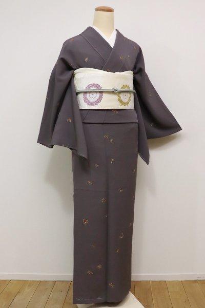 銀座【D-2054】刺繍 小紋 紅消鼠色 花枝の図