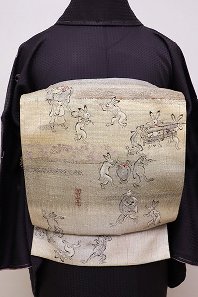 銀座【L-4256】紬地 袋帯 砂色系横段 鳥獣戯画図