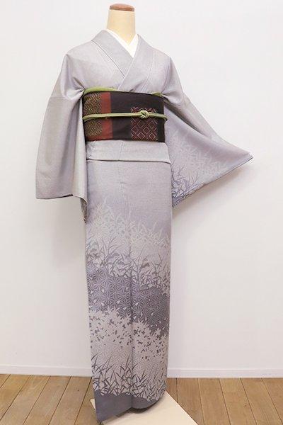 銀座【B-2076】←ユッタリ→本塩沢 付下げ 白鼠色 草花の斜め段